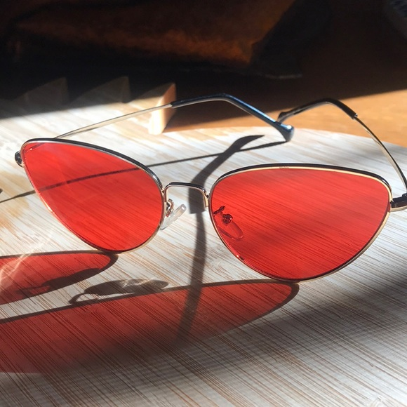 SHEIN Accessories - Chic red glasses